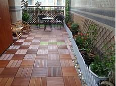 balkon bodenbelag holz terrasse und balkon holzfliesen ideen und andere bodenbel 228 ge