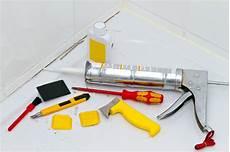 silikon entfernen dusche die undichte silikonfuge in der dusche versichert oder