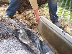Rasenkantensteine Verlegen Ohne Beton - rasenkantensteine setzen so geht s husmann gartenbau