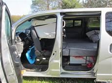 Bett Im Nissan Evalia 2 Erwachsene Hund Frimie De