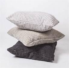 sofakissen grau sofakissen dekokissen grau kissen in drei farben gr 246 223 e