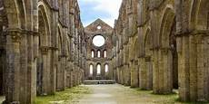 credenze medievali 5 misteri medievali da scoprire in giro per l italia