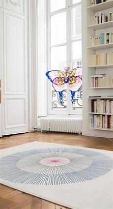 beiger teppich mit blauem dandelion muster haus deko