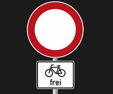 durchfahrt verboten schild cycling in quadrate the road sign with a bike