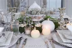 tischdeko weihnachten weiß elegante tischdekoration weihnachten gedeckter tisch