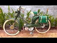 mobylette motobecane ancienne mobylette de motob 233 restaur 233 e mobylette bleue