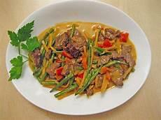 rezept mit kokosmilch rindfleisch in kokosmilch mit rotem curry schneggsche