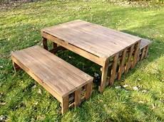 sitzgruppe aus paletten paletten kinder sitzgruppe kinder bank und tisch