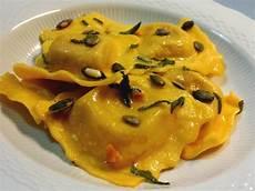 ravioli di zucca alla mantovana tortelli di zucca mantovani ripieno di zucca e mostarda