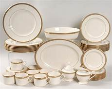 Golden Wedding Plate Set With Gold Trimming Special