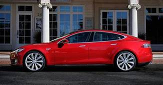 Elon Musk To Personally Hire Software Engineers For Tesla