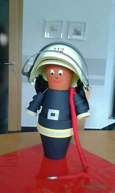 Malvorlagen Feuerwehr Xyz Ein S 252 223 Er Feuerwehrmann Aus Tont 246 Pfen Avec Images