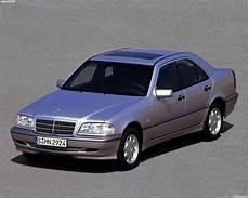 обои Mercedes C Class W202