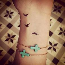 tatouage poignet oiseau tatouage poignet femme oiseau