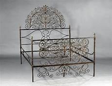 letti in ferro battuto antichi letto in ferro battuto asta n 155 i asta di arredi e