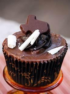 girlgonegrits texas sheet cupcakes