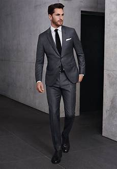 grauer anzug schwarzes hemd grauer canvas anzug wei 223 es hemd schwarze krawatte