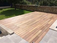 poseur terrasse bois terrasse bois ou terrasse carrelage laquelle choisir
