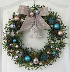 türkranz weihnachten kugeln weihnachtskranz blau adventskranz wandkranz t 252 rkranz