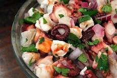 Tintenfisch Zubereiten Pfanne - m 246 chten sie einen knusprigen oktopus kochen testen sie