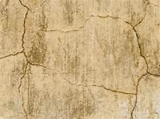 risse im mauerwerk innen und aussen risse im au 223 enputz ausbessern so geht s bauen de