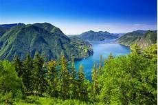 déguisement célèbre citt 224 di lugano con la vista lago di lugano e delle