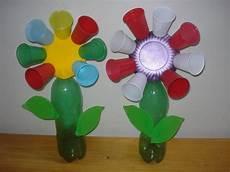 flores con vasos descartables material de aprendizaje