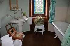 fichier salle de bain ch 226 teau de montpoupon jpg wikip 233 dia