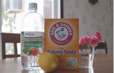 Bathroom Cleaner With Baking Soda And Vinegar by 5 Time Saving Household Cleaners Saving Mamasita