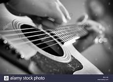 gitarren und len musikalisches stockfotos musikalisches bilder alamy