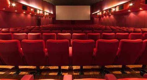 Birmingham, Intrappolato Al Cinema Nel Poggiapiedi, Muore