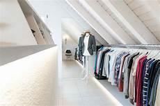 Kleiderstange Begehbarer Kleiderschrank - selbstgebauter begehbarer kleiderschrank diy tipps