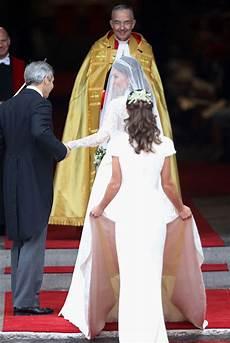 hochzeitskleid kate middleton kate middleton in royal wedding arrivals zimbio