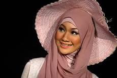 Tips Memilih Warna Jilbab Untuk Wanita Model Fashion Terkini