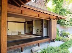 maison traditionnelle japonaise du japon et des fleurs