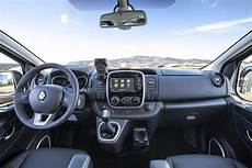 Renault Trafic Interieur Renault Trafic Review 2019 Parkers