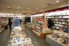 libreria mondadori mirano chiude la libreria mondadori