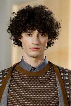 10 hairstyle ideas for curly hair men to try their 20s