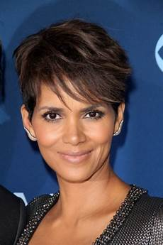 40 evergreen short hairstyles for women over 50
