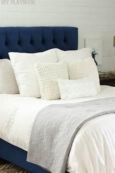 Bedroom Ideas Blue Headboard by 25 Best Ideas About Navy Headboard On Blue