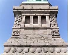 base della statua della liberta new york