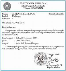 perbedaan surat resmi dengan surat pribadi cirinya