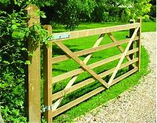 Country Gate Riverside Fence