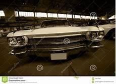 garage auf der altes auto auf parken in der garage stockfoto bild