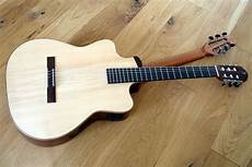 Reversible Neck Guitar With 2 Top Steel Strings