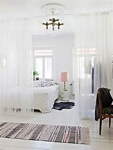 gardinen als raumteiler 15 diy room dividers to style organize and conquer your space