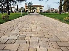 mattonelle per terrazzi esterni prezzi mattonelle per giardino pavimenti esterni