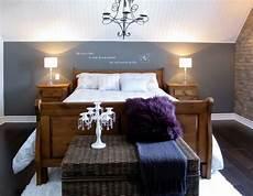 Schlafzimmer Mit Dachschr 228 Ge Akzentwand Grau Slanted