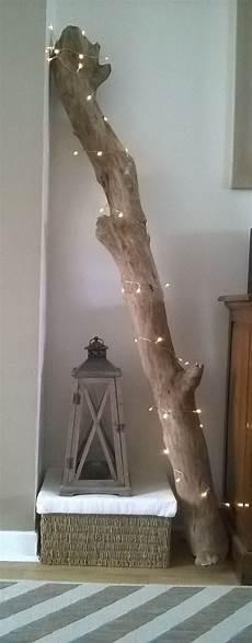 branche de bois flotté branche de bois flott 233 trouv 233 e sur une plage toute proche