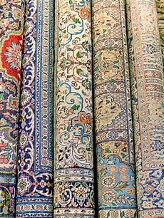 tappeti indiani i tappeti indiani sono rotolati nelle bobine immagine